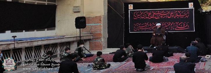برگزاری هیئت ابنا الزهرا (سلام الله علیها) در دهه اول محرم در فضای باز مقابل مسجد